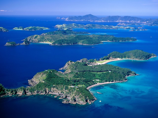 bay_of_islands_aerial_view_to_cape_brett