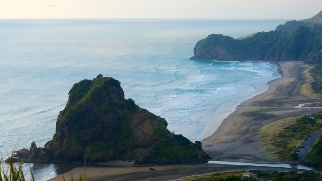 New Zealand Road Trip Ideas - Piha Beach