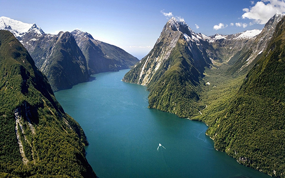 Discover New Zealand South Island landscapes in a campervan