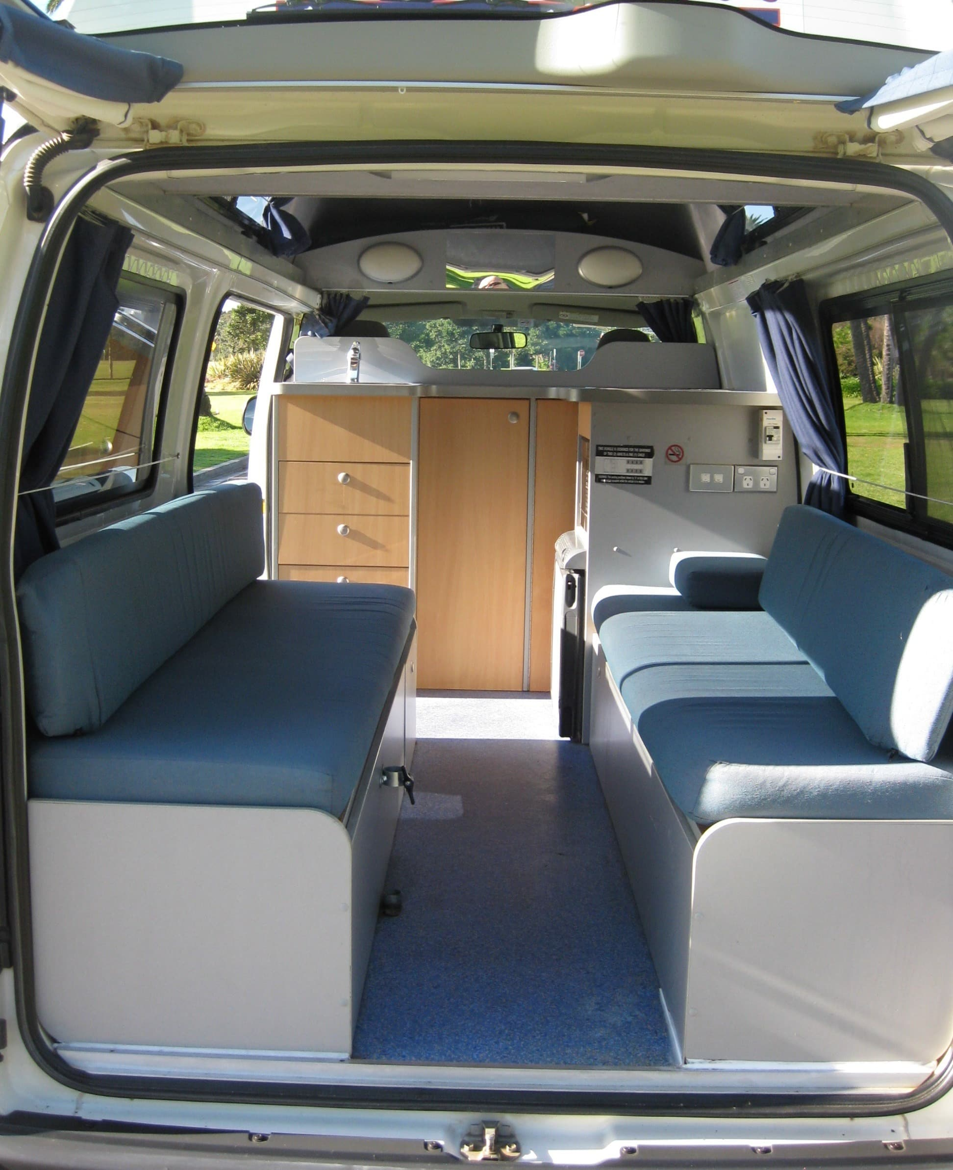 hitop campervan hire travellers autobarn. Black Bedroom Furniture Sets. Home Design Ideas