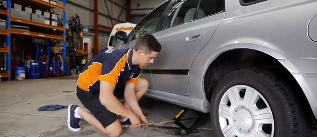 How to change a tyre on your vehicle