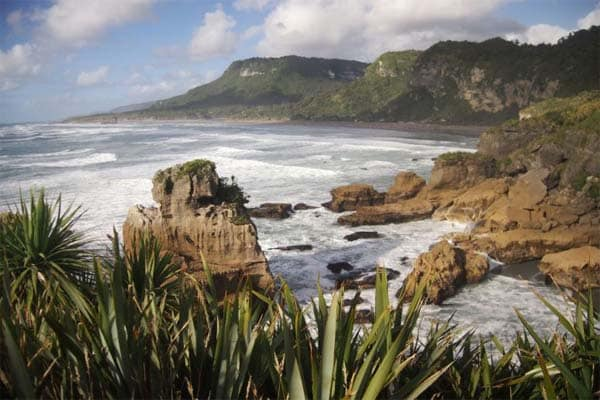 Even though Punakaiki is popular with travellers and there are a large number of sites with beachfront accommodations, there are still opportunities to go free camping in this South Island spot in NZ.